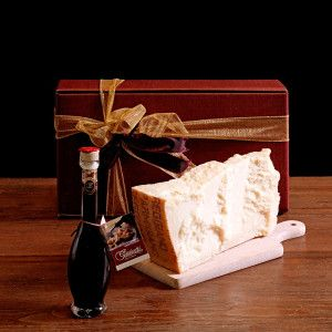 """Parmigiano Reggiano that has been seasoned for 30 months and """"Gran Riserva"""" balsamic vinegar…. The perfect combination! """"Gazzetti"""" 30 month-aged #Parmesan gr.700/800 #Balsamic #vinegar dressing """"Gran Riserva"""" 100 ml.  #gazzettifood #food #italianfood #christmas"""