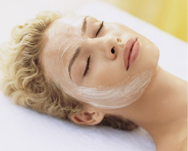 This is a great blog filled with skin care tips by a licensed esthetician...Delighted Momma