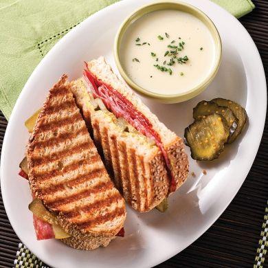 Paninis au salami et saucisson calabrais - Soupers de semaine - Recettes 5-15 - Recettes express 5/15 - Pratico Pratique