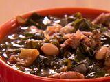 Turkey Sausage, White Bean, and Swiss Chard Soup Recipe by Paula Deen...delish!: Turkey Sausage, It Recipes, Recipes Soups, Soups Recipes, Aunt, Kale Soup, Soup Recipes