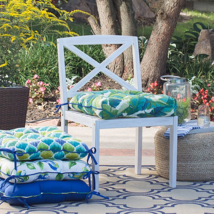 Coral Coast Curious Tropical Bird 20 in. Outdoor Chair Cushion   from hayneedle.com