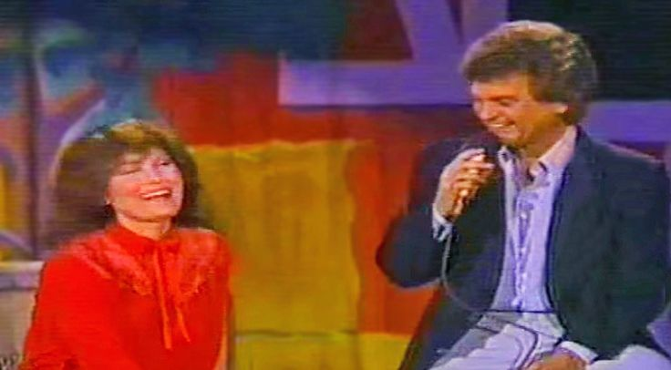 Country Music Lyrics - Quotes - Songs Loretta lynn - Giddy Loretta Lynn Earns A Kiss From Conway Twitty After He Sings 'Hello Darlin'' - Youtube Music Videos https://countryrebel.com/blogs/videos/giddy-loretta-lynn-earns-a-kiss-from-conway-twitty-after-he-sings-hello-darlin
