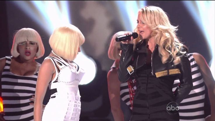 Britney Spears - Till The World Ends feat Nicki Minaj Billboard Music Aw...