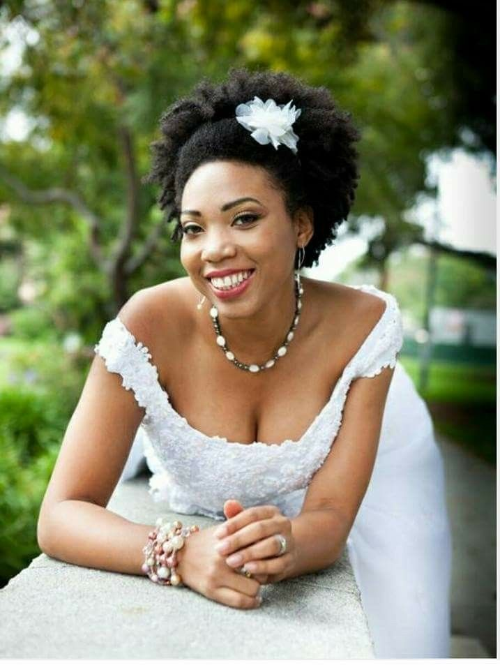 Coiffure Afro Mariage Cheveux Crepus Coiffure Mariage Cheveux Crepus Afro Coiffure Afro Inspiration Cheveux Coiffure Mariage
