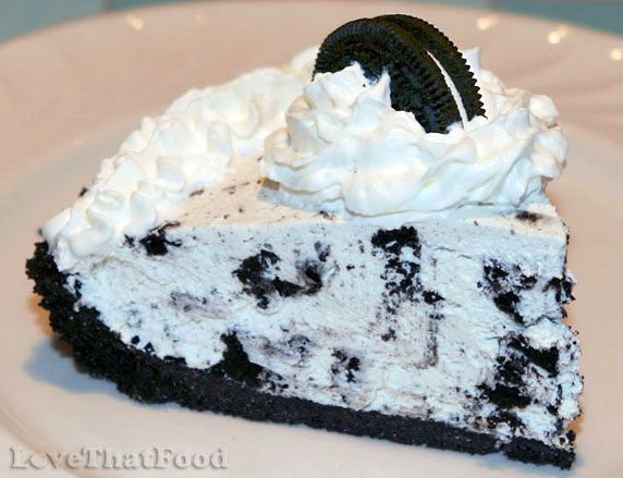 A creamy chocolate sandwich cookie pie recipe made with whipped cream, cream cheese & cookie chunks, topped with whipped cream and a chocolate sandwich cookie.