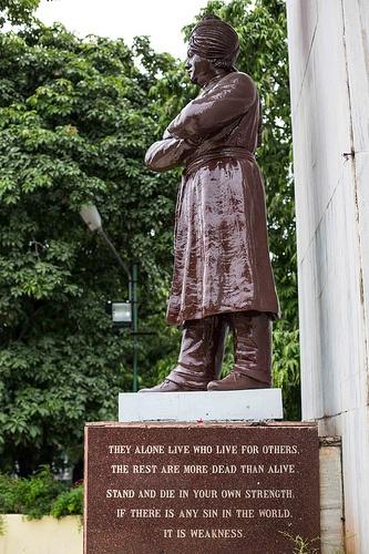 swami-vivekananda-statue