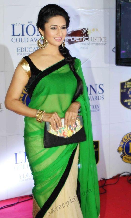 Hindi serial actress Divyanka tripathi photos in half and half saree at 21 Lions gold awards 2015.