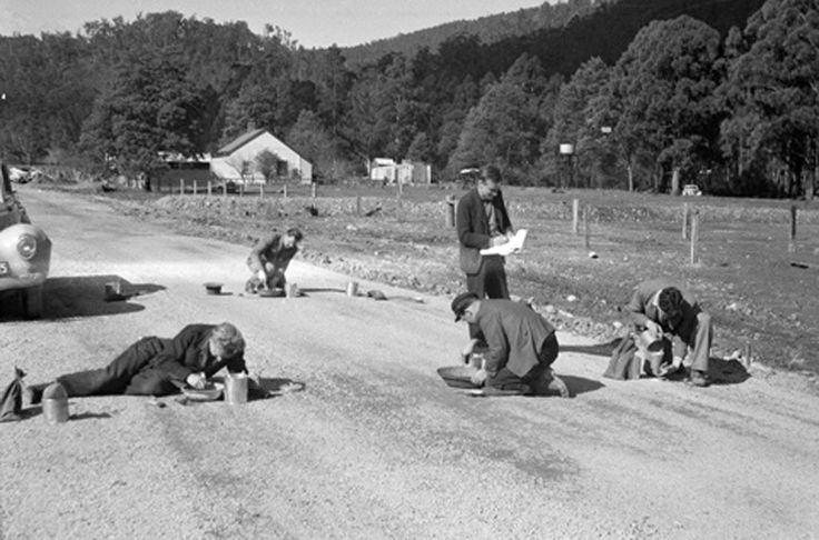 1950 Compaction of fine crushed rock experiments at Warburton Upper Yarra. www.vicroads.vic.gov.au/centenary