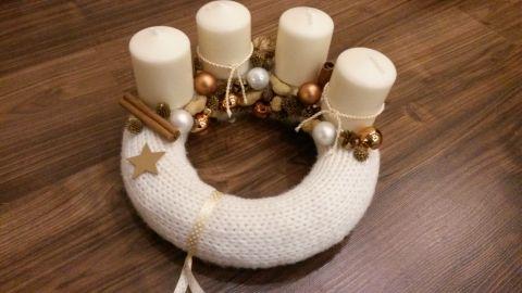 Fehér mogyoró-arany adventi koszorú