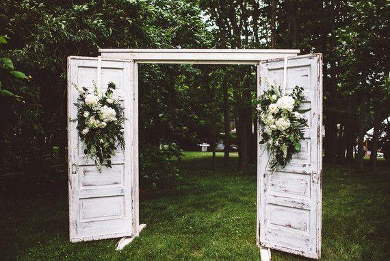 Wedding backdrop   Wedding & Party Ideas   100 Layer Cake