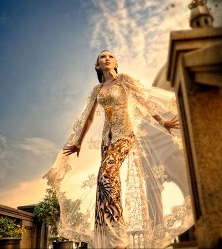 Modern mixed with Tradition, Indonesian Kebaya...Designed by Anne Avantie | I LOVE Anne Avantie's designs!
