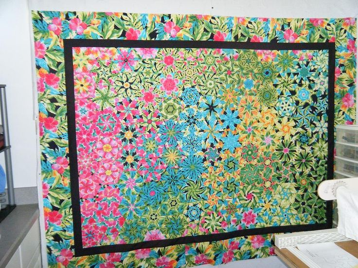This is one of the prettiest One Block Wonders I've seen.  Love the various colors in the quilt.  Wendy said she used the fabric for the blocks that's on the border.  Just gorgeous.