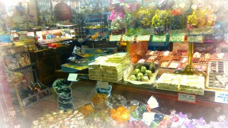 A Sweet shop in Ste Maxime. www.la-petite-provence.net www.lapetiteprovence.fi