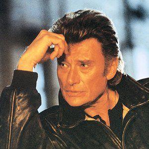 LE NOM QUE TU PORTES  ------- «Je suis Johnny Hallyday depuis que j'ai commencé à chanter. Je ne connais plus Jean-Philippe Smet. Ca  fait partie de mon passé, ça me rappelle mon père, des mauvais souvenirs. Je me suis forgé une nouvelle identité ».                        JH
