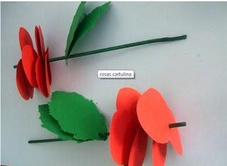 Roses fetes amb cors de cartolina.