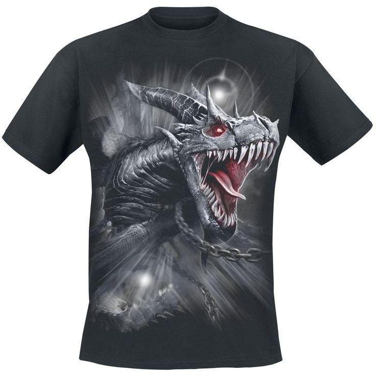 - Rund hals - Bomullsersey - Tryck fram och bak  Varumärket Spiral lyckas alltid leverera rockkläder i gotisk stil som är lika coola som de är bekväma. Deras klassiska klädkollektion övertygar med mycket detaljerade, typiska rockmotiv. T-shirten Dragon's Cry har ett tryck i matta färger på framsidan som föreställer ett drakhuvud. Drakhuvudet återkommer även på ryggen i all sin glans.