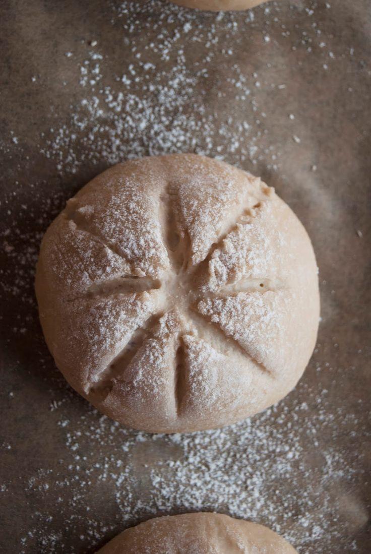 La asaltante de dulces: Receta de panecillos de cerveza negra en proceso/ Stout bread in the making