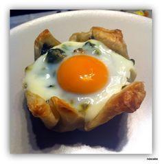 Milföy Tabağında Ispanaklı Yumurta (Eggs with Spinach and Onion)