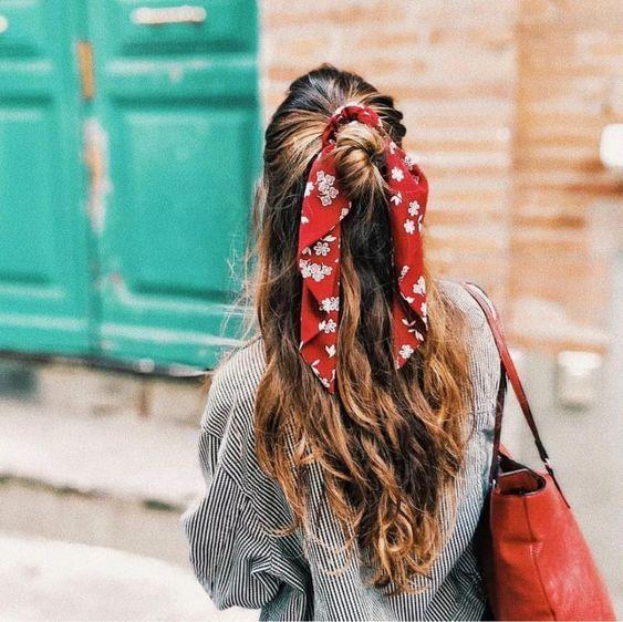 Tendência de acessórios de cabelo para os bad hair days