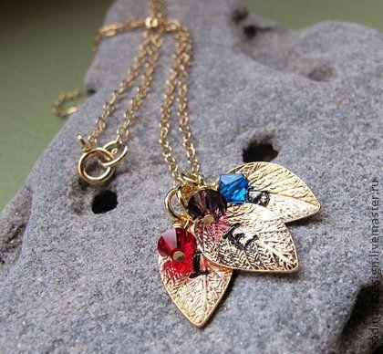 Золотые листики - Нежное золотое ожерелье с подвесками.