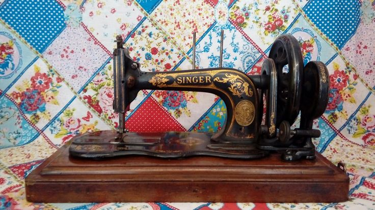 Antique fiddle base Singer sewing machine 1883.