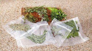 Achetez moins souvent, préparez à l'avance et cuisinez plus vite. Devenez spécialiste de l'emballage sous vide avec le système FoodSaverᴹᴰ.