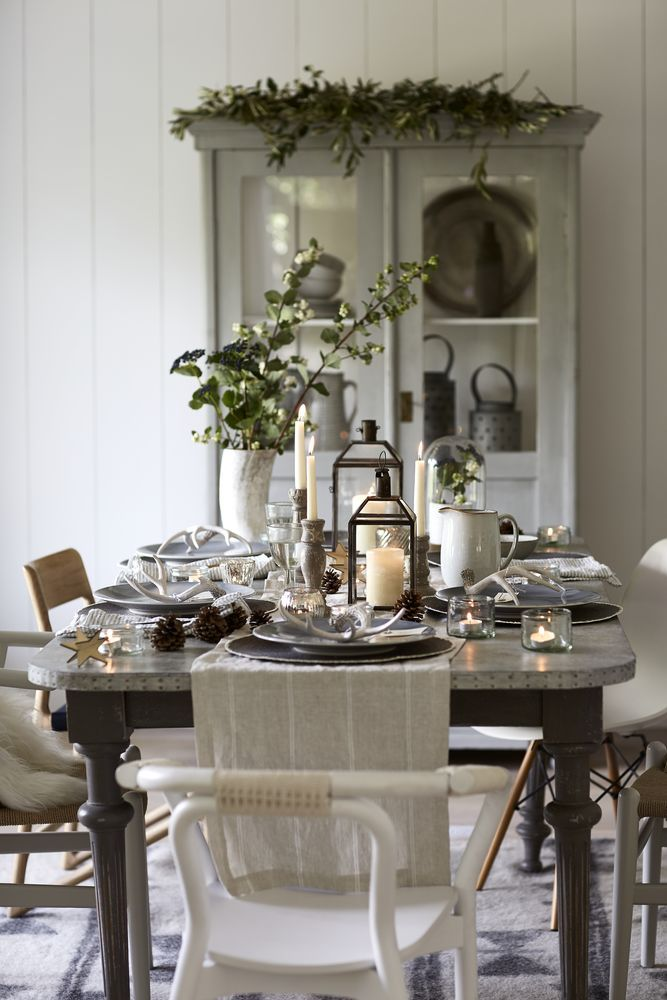 elegant christmas dining table for more dining room ideas visit