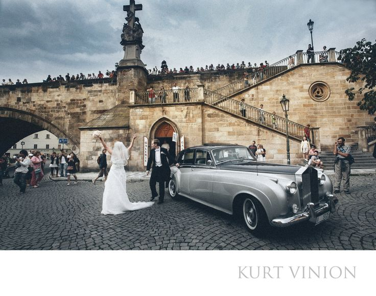 London wedding & Prague pre wedding photographer - Prague wedding photos: a bride & groom greet the well wishers during their arrival in style during their Charles Bridge wedding day portrait session in Prague. Location: Charles Bridge.