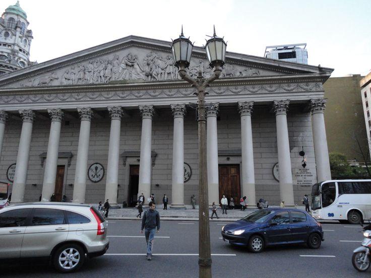Catedral Metropolitana de Buenos Aires. Onde se encontram os restos mortais do libertador José de San Martín. Diocese do então padre Jorge Mario Bergoglio, hoje Papa Francisco.
