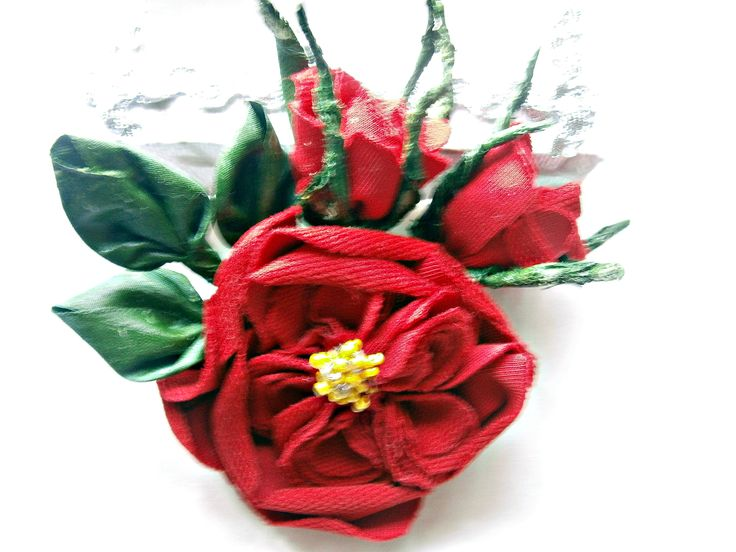 """Брошь """"Роза Остина"""".Мягкие на ощупь лепестки цветка и зелень выполнена в технике грунтованного текстиля."""