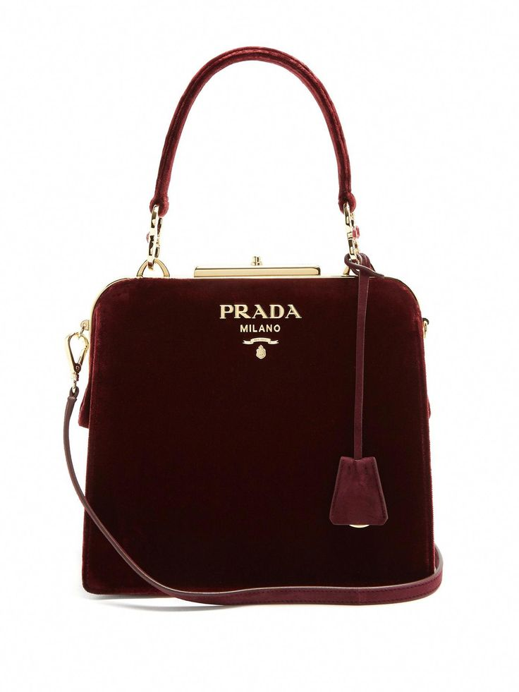 Haga clic aquí para comprar la bolsa de terciopelo Prada Frame en MATCHESFASHION.COM #Pradahandbags