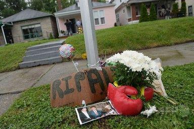 【6月5日 AFP】(写真追加)ある人は父親のような存在を失ったと語る。