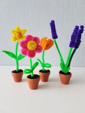 [DIY Anleitung für Kinder] Blumen aus Pfeifenreiniger basteln: Einfache Anleitung für Pfeifenputzer Tulpen, Osterglocken, Narzissen und Lavendel aus Pfeifenreinigern. Originelle Deko-Idee für den Frühling zum selber machen.
