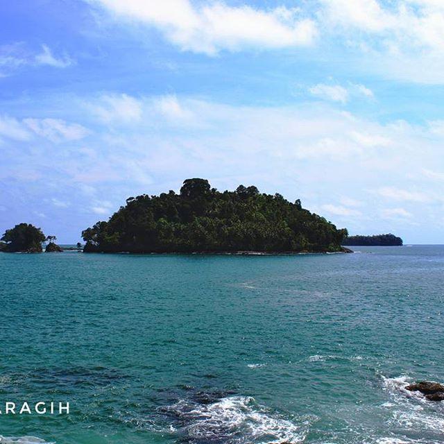 Birunya langit jernihnya air laut tapi Tapi belum tentu aman untuk berenang.tetap hati-hati  #calang #aceh #acehtourism #sumatra #indonesia🇮🇩 #medantourguide
