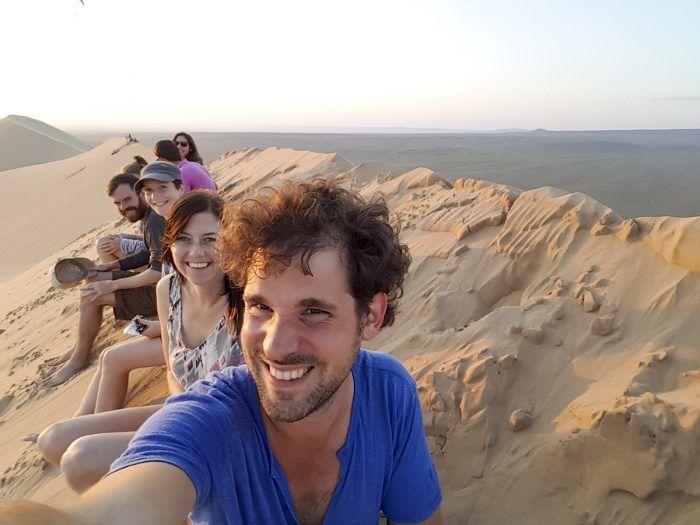 Met onze medereizigers op de Khongor Sand Dunes