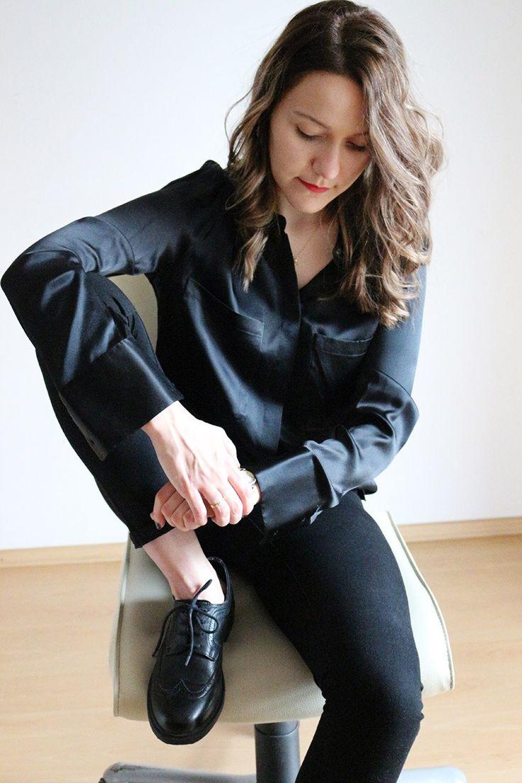 Гардероб минималиста: как я выбираю вещи.Шелковая рубашка #минимализм #стильныйобраз #стильныйлук #модныйобраз #модныйлук #стильныйнаряд #стиль #мода #монохромный #броги #чернаярубашка #бронд #русый #минималистичный #элегантный #гарсон #tomboy #minimalism #minimal #chic #frenchstyle #silkshirt #brogues #allblack #totalblack #darkblonde #bronde #французскийстиль