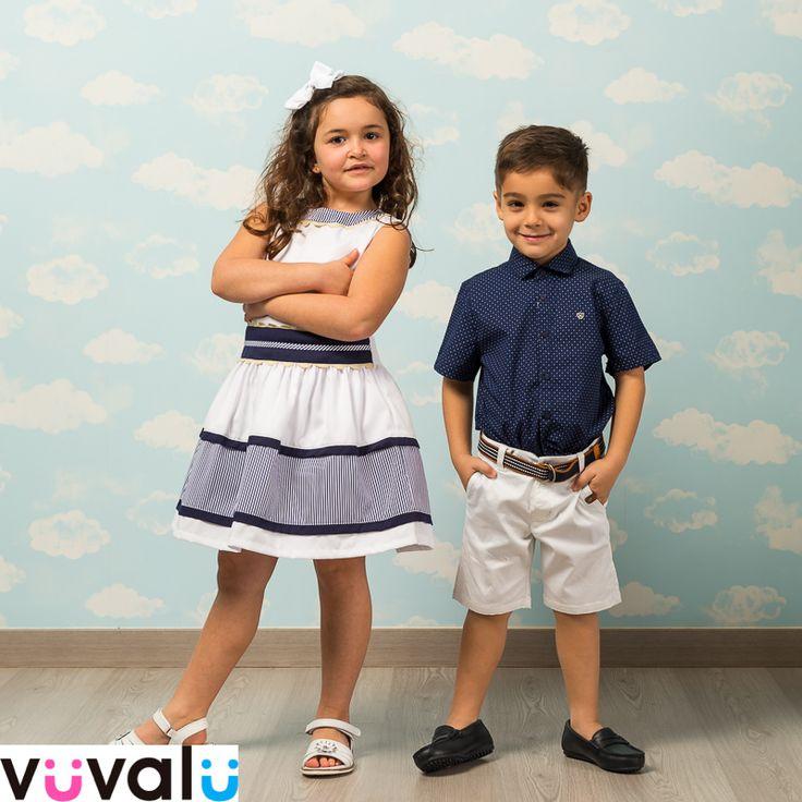 #Outfit marinero. La niña lleva un original #vestido de piqué  en blanco y marino y el niño un #conjunto de #Mayoral