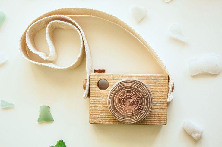 Wood Toy Camera/ Wooden Toy Camera/ Wooden Camera by MamumaBird on Etsy https://www.etsy.com/listing/257217468/wood-toy-camera-wooden-toy-camera-wooden