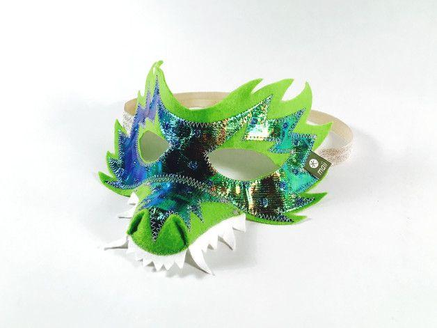 Eine Tiermaske aus Filz für das schnelle Rollenspiel... erstaunlich, wie einfach sich Kinder verwandeln können! Hier nun also unser Neuzugang, der magische Drache... gefährlich oder verzaubert?...