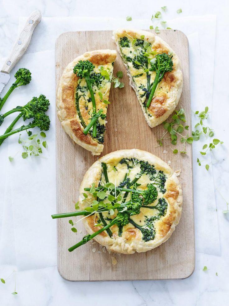 Romige miniquiches met broccolini en kip - Libelle Lekker