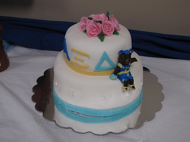 My mum made an Alpha Xi Delta cake featuring Betxi Bear! @Alpha Xi  Delta: Cakes Features, Bears Cakes, Xi Cakes, Adorable Cakes, Cute Cakes, Delta Cakes, Dela Cakes, Alphaxi
