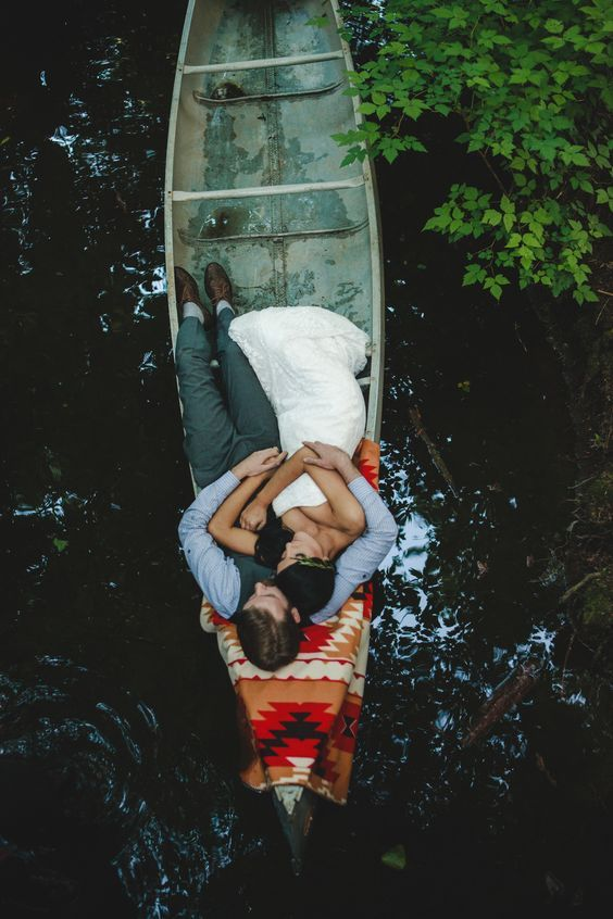 couple in canoe wedding photo ideas / http://www.deerpearlflowers.com/rustic-canoe-wedding-ideas/