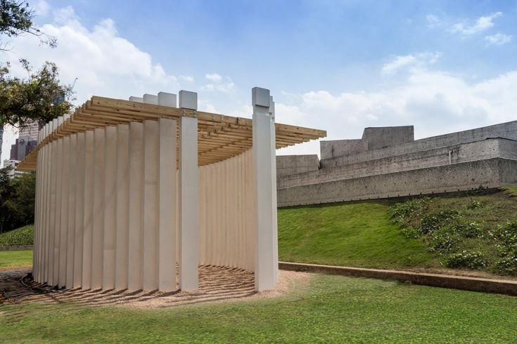 """Parteluz por Materia Arquitectónica. Una de las actividades de DesignWeek México, lleva por nombre """"Proyecto Tamayo"""" el cual es un ejercicio multidisciplinario de reflexión que conecta el interior del Museo Tamayo con el Bosque de Chapultepec, mediante una instalación temporal.  http://www.podiomx.com/2018/01/parteluz-por-materia-arquitectonica.html"""