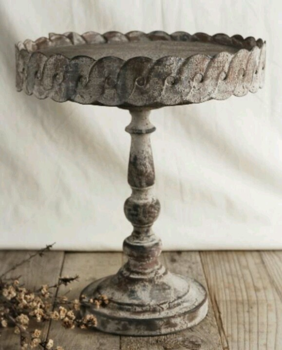 Vintage cake stand. Love love love! And need! :)