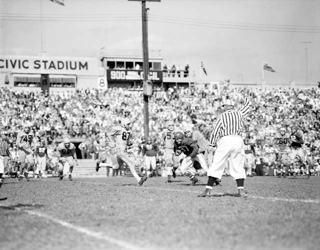 Hamilton Tiger Cats win their first Grey Cup in 1953.