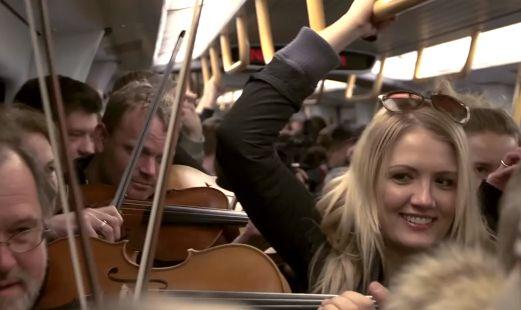 これは素敵♪ デンマークの電車で突然のサプライズ