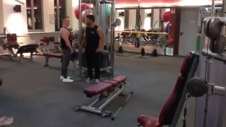 Bench-Press Like a BOSS Check the funny guy doing bench-press ... you don't wanna miss his PUMP show-off.. http://bit.ly/1MknIvi www.howley.in #chest #benchpress #epic #boss #pump #funny #workout #gym #howley