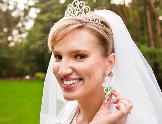 Emerald Veil earrings by Sutasz-Anka   Foto from Małgorzata Eysmontt ( Wedding Album) http://www.soutage.com/2013/09/emerald-veil-zestaw.html