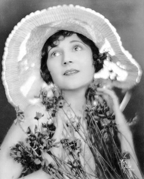 Dorothy Devore I Love Hats Pinterest