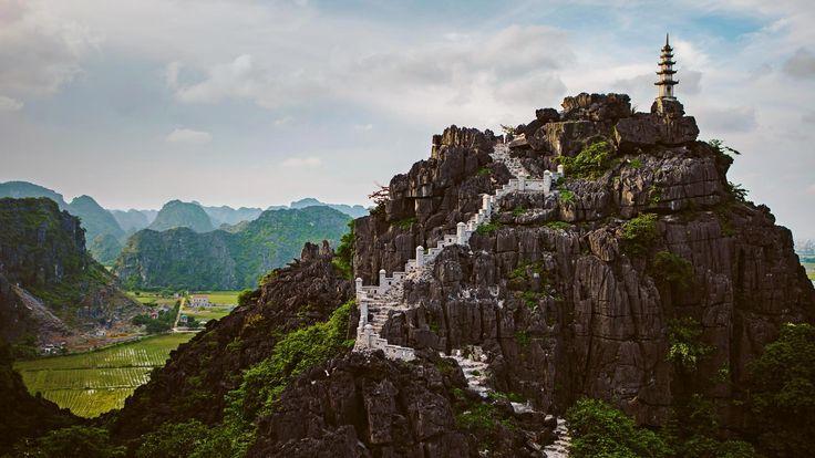 Mua Caves in the Ninh Bình province of Vietnam (© Cavan